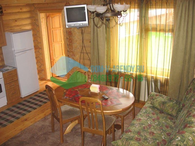 База отдыха располагает двухэтажными деревянными коттеджами (срубовые дома)